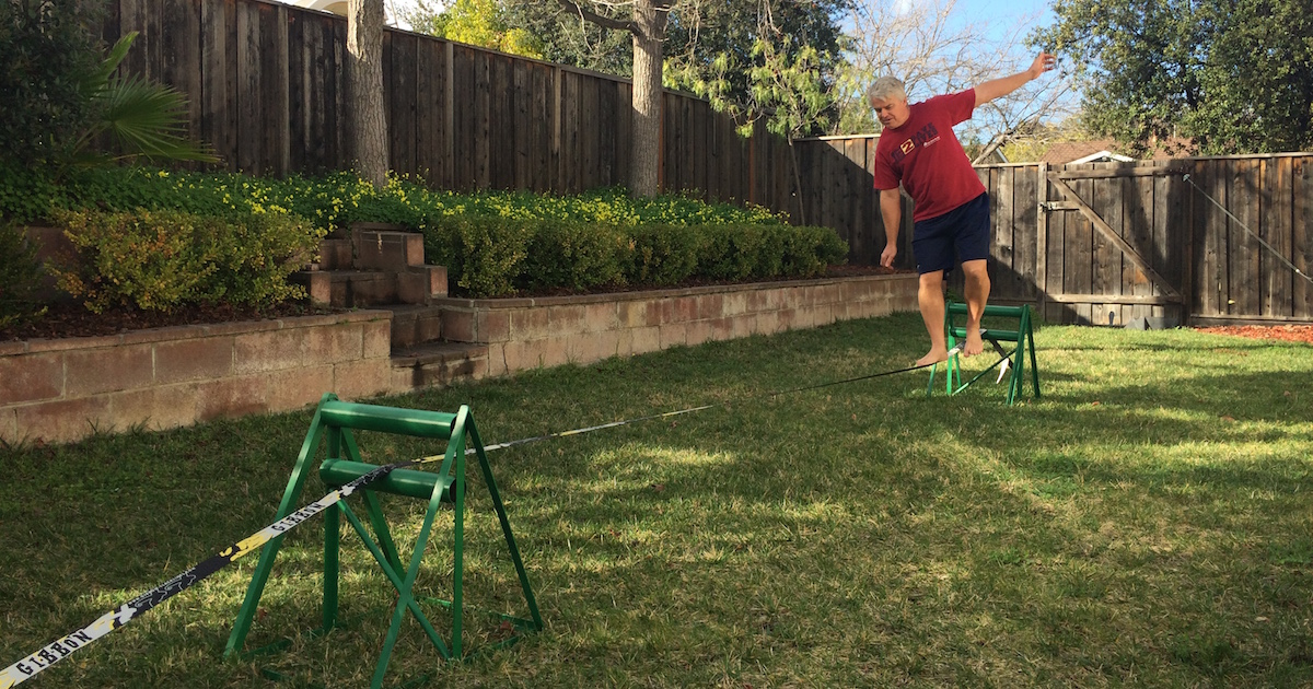 how to set up build setup a slackline with no trees without poles in the ground just lawn quitting sitting slack line in action featured image